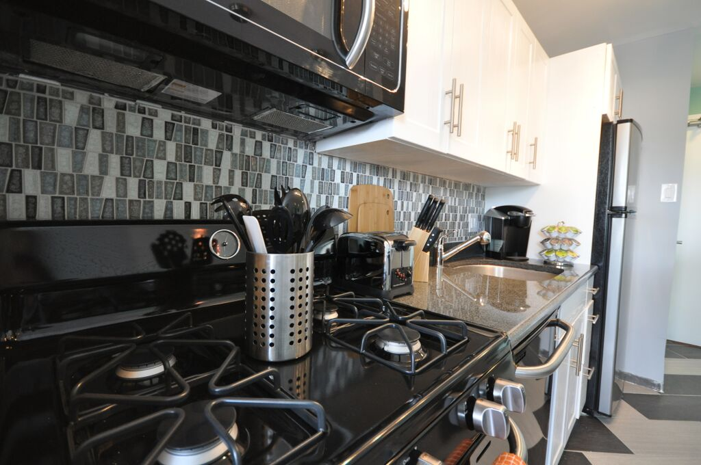 Kitchen stove with gas burners